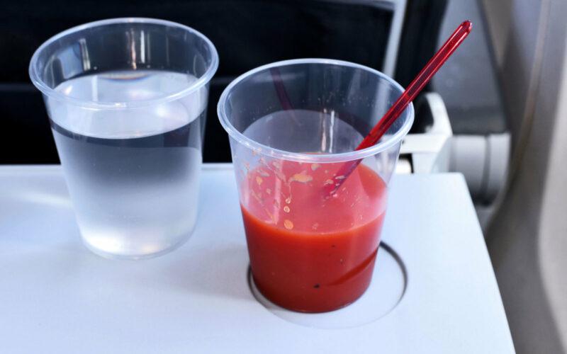 Neden uçak yolculuklarında domates suyu